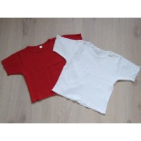 2 T-shirts, rood en wit mt 92