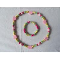 Ketting/ armband houten kralen, roze hartjes
